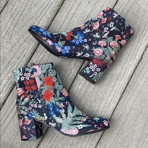 """NWT Indigo Rd """"Crusona"""" tapestry embroidered boots"""